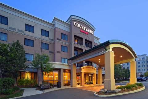 Courtyard by Marriott Mississauga-Airport Corporate Centre West, ON L4W 5R2 near Toronto Pearson International Airport